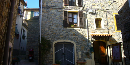 Typical Ligurian house with garden in the hinterland of Imperia