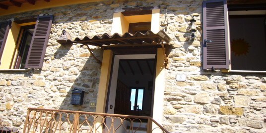 Stone country house with two apartments only 20 km from the sea