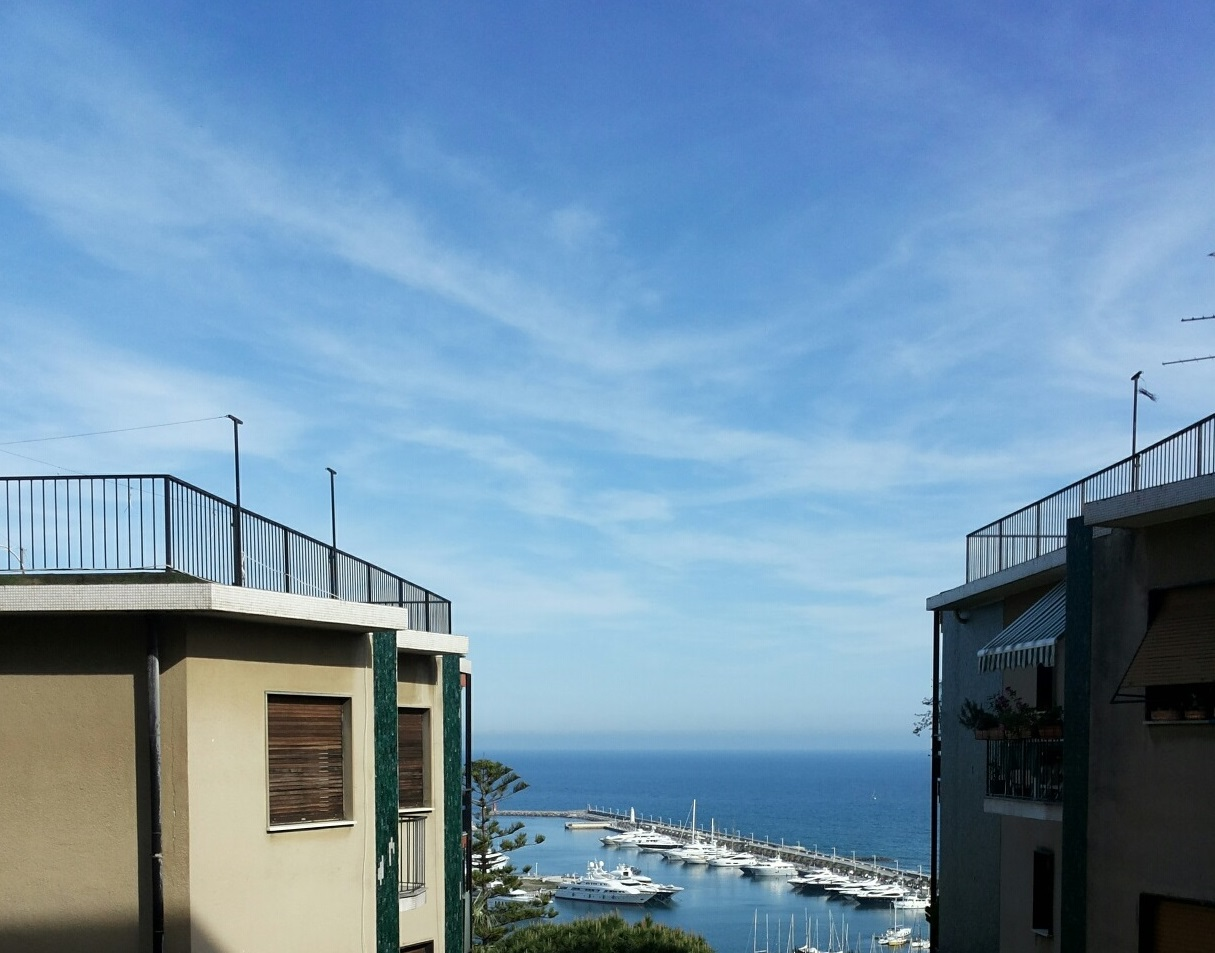 IMPERIA. CENTRAL APARTMENT OF LARGE METRATURE WITH SEA VIEW