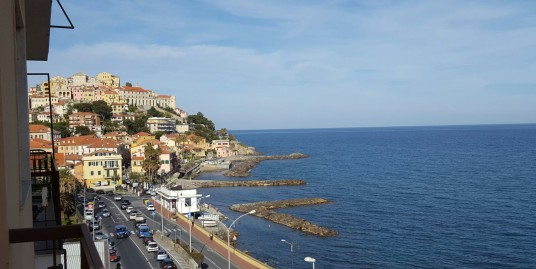 Nice apartment for holiday rent with sea view in Imperia
