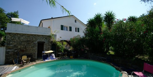Completely renovated villa with two separate apartments in San Lorenzo al Mare