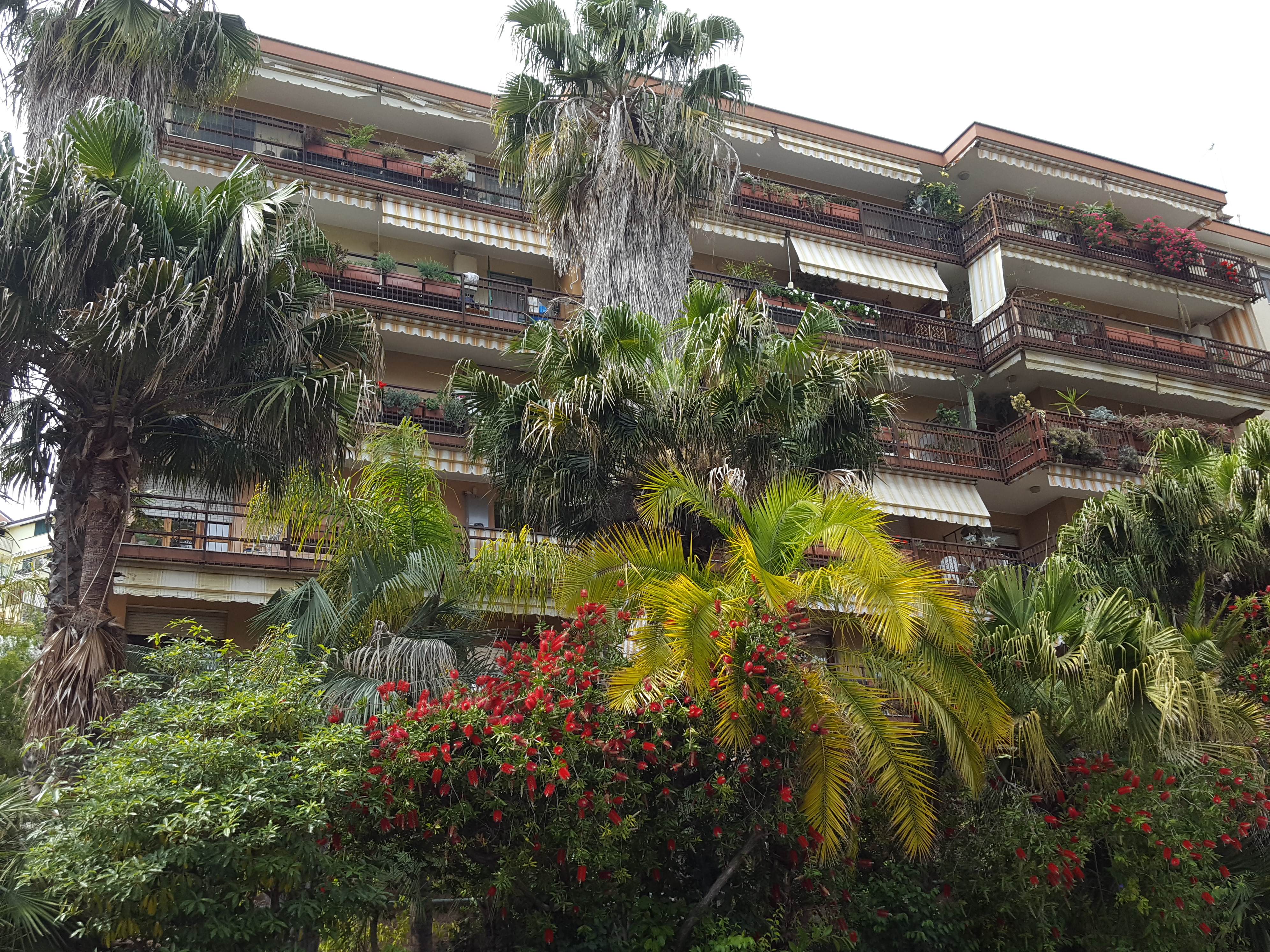 Appartamento di 100 mq con terrazzo vivibile e posto auto coperto