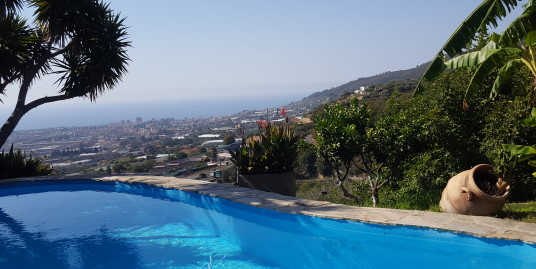 Beautiful villa with spectacular sea views, swimming pool and garden