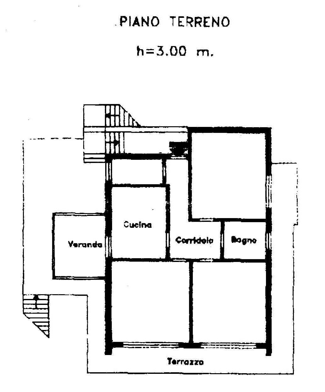 Villa bifamiliare con due appartamenti su due piani con for Piani casa efficienti