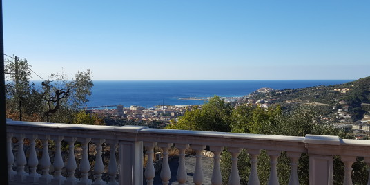 New villa of 180 sqm with sea view