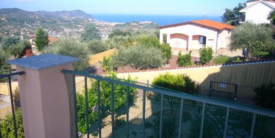 Appartamento in villa con giardino in vendita Imperia