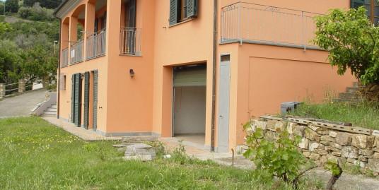 Villa su due piani comoda al centro