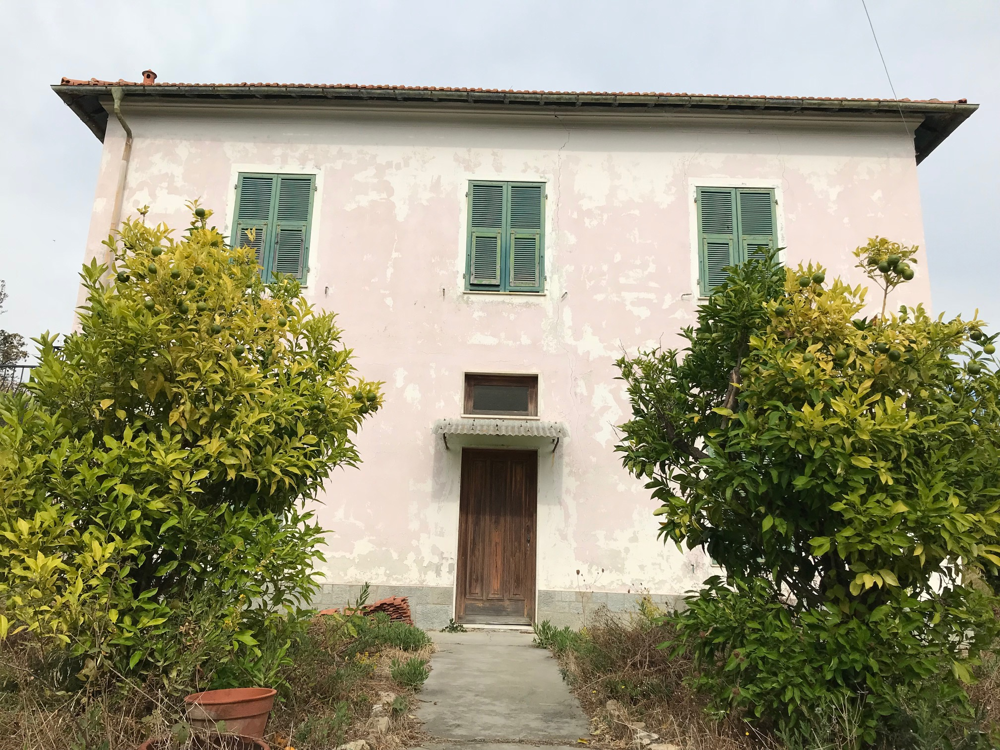 Villa with sea view in the residential area of Imperia