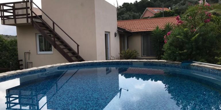 piscina con villa