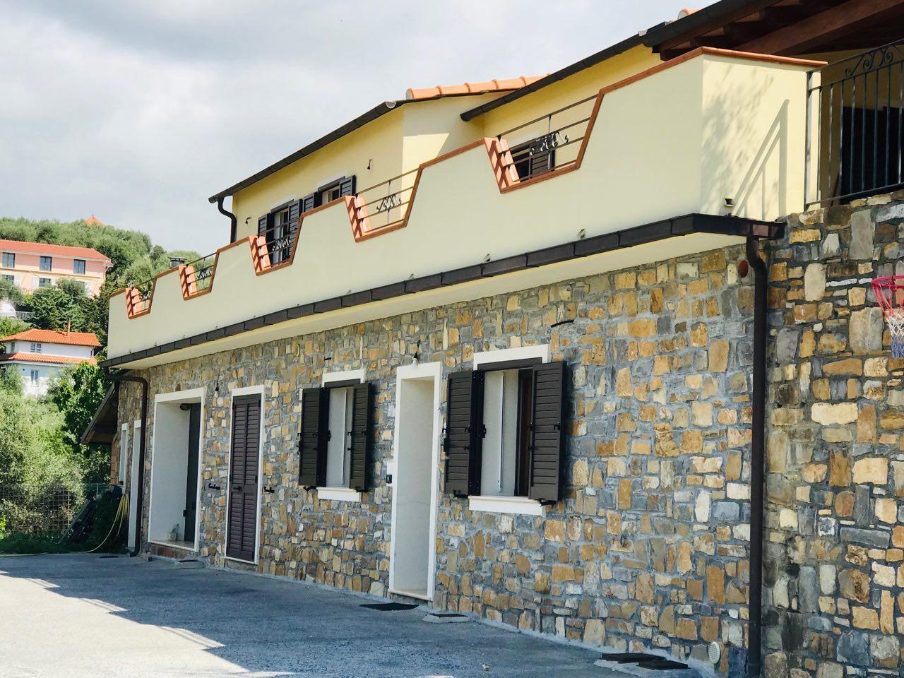 Villa indipendente con vista aperta su colline e mare