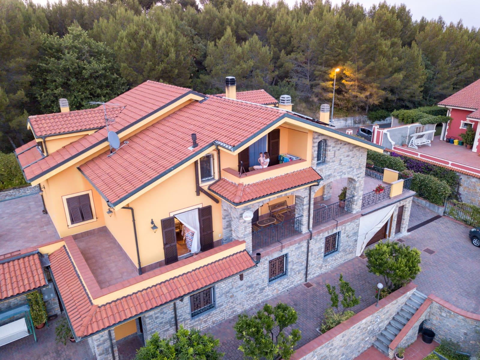 Appartamento in villa in affitto Imperia