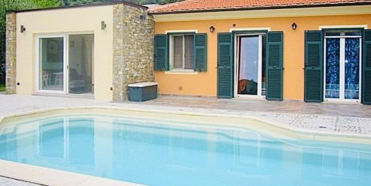 Villa with swimming pool in Caramagna