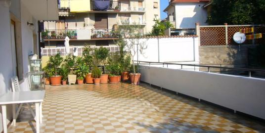 Appartamento in vendita a Imperia Oneglia con terrazzo vivibile
