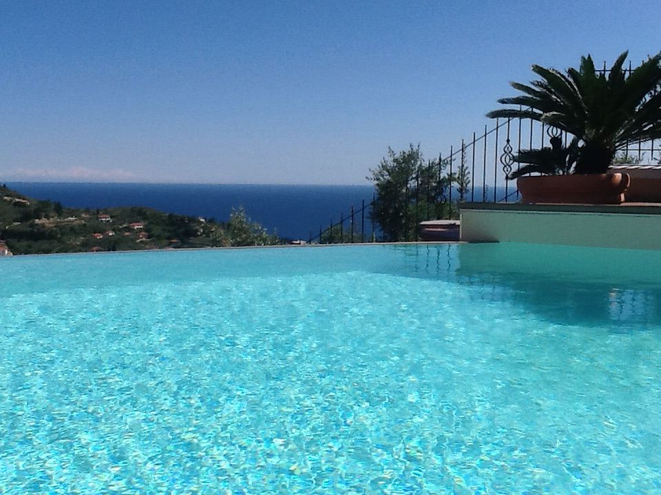 Beautiful recently built villa with swimming pool and sea view
