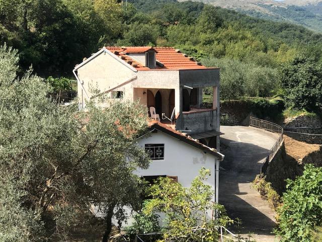 Casa indipendente con dependance e bella vista sulla vallata