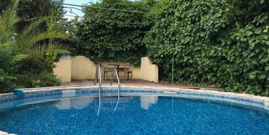 Villetta con piscina in zona residenziale