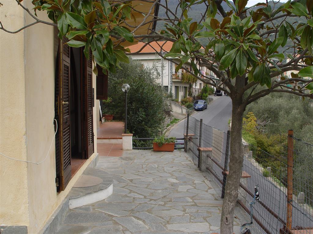 Appartamento in villa con piccolo orto e garage
