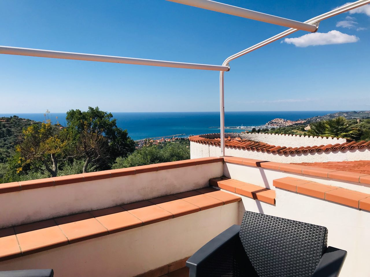 Tronco: seaview apartment in Villa with garden