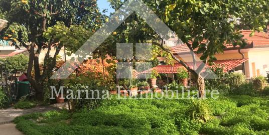 Trilocale con giardino in vendita Imperia Oneglia