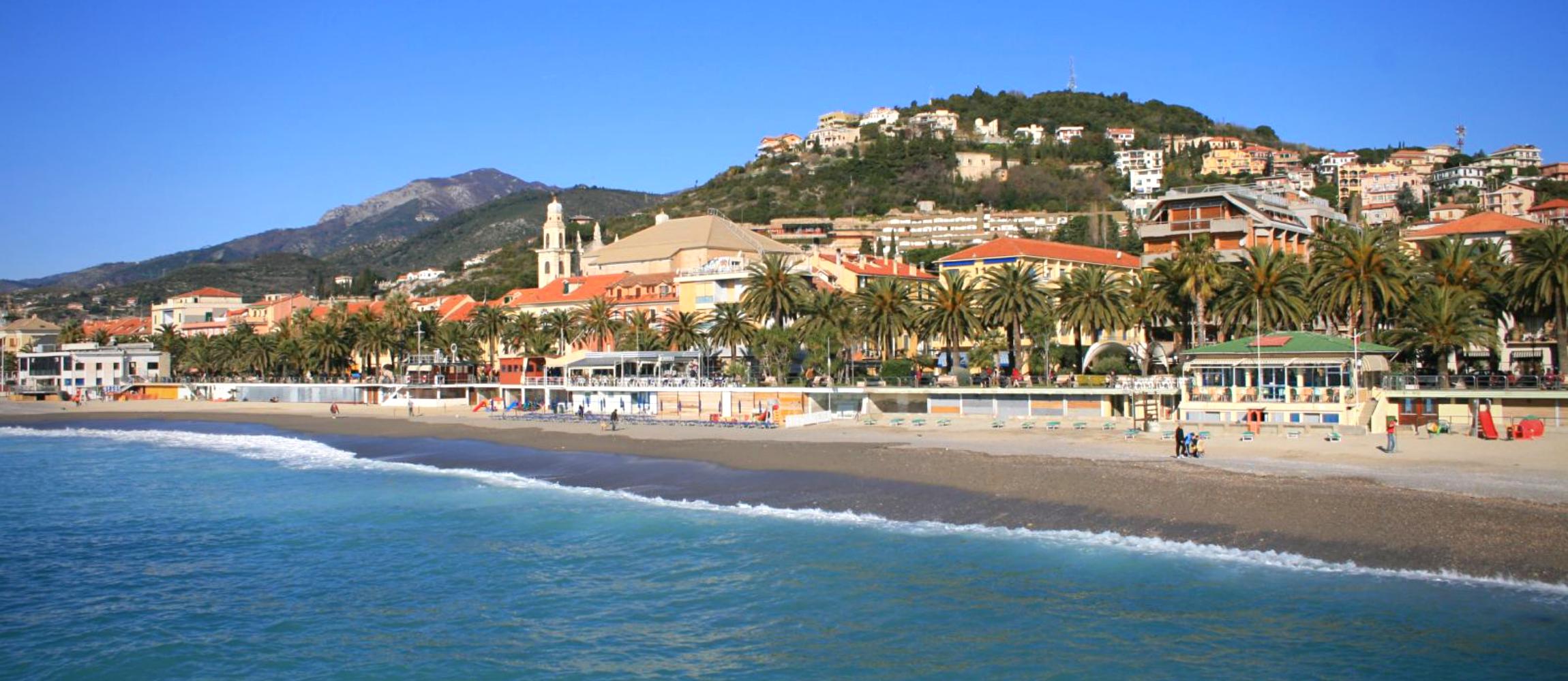 Appartamento con ampia terrazza a pochi passi dal mare