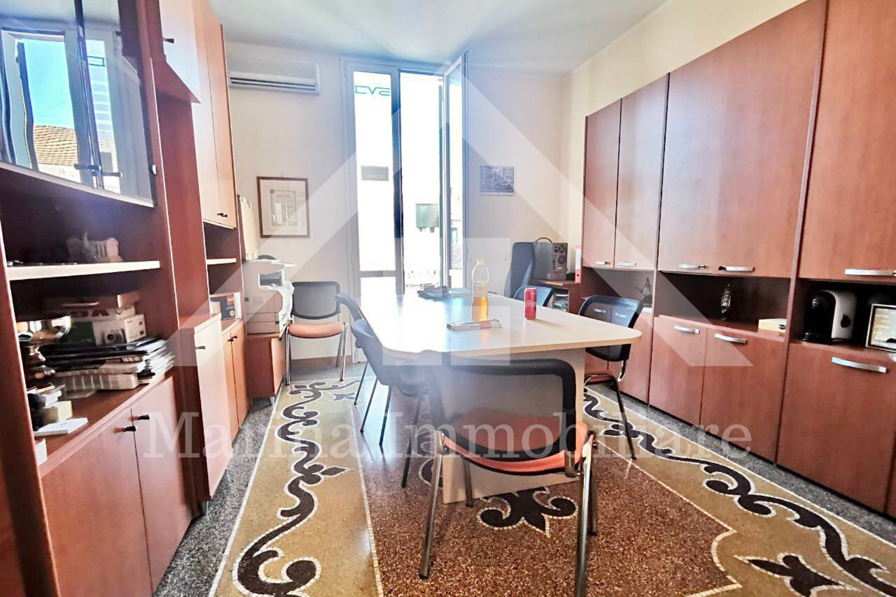 Spacious apartment for office use in center Oneglia