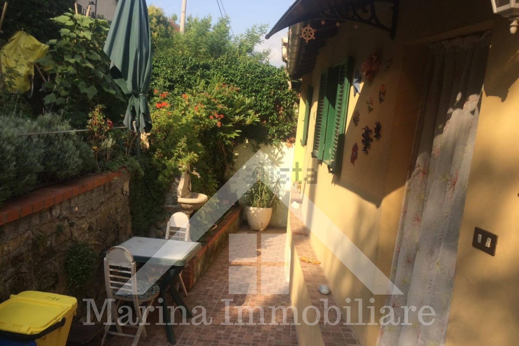 Free standing house with garden in Oneglia