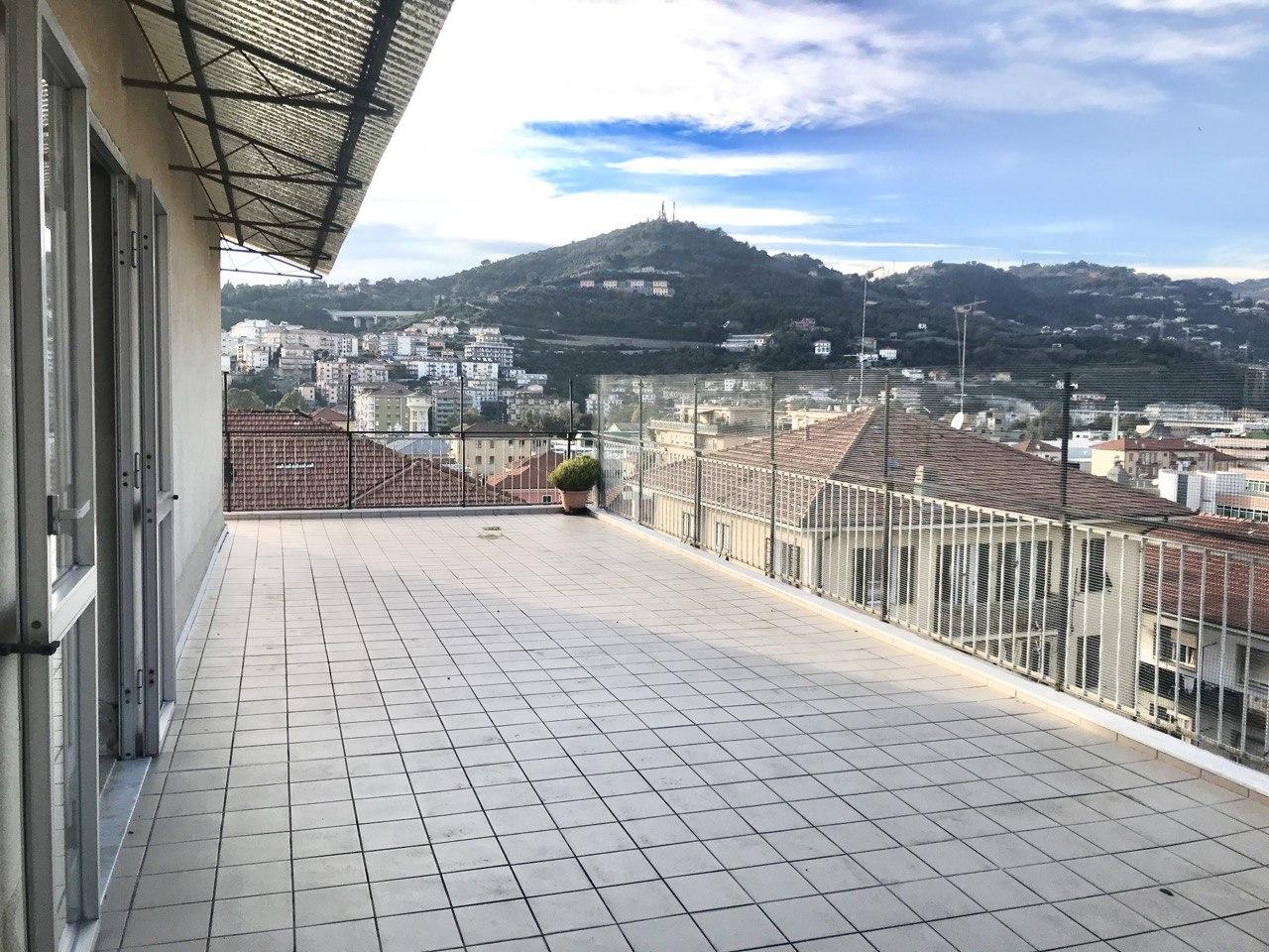 Ultimo piano| Appartamento in vendita con terrazzo vivibile